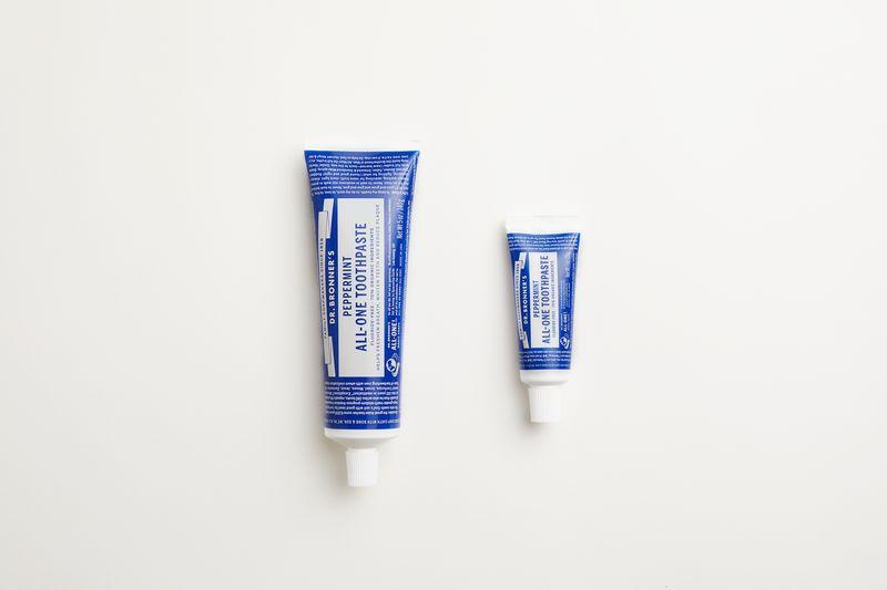 pasta de dientes Dr. Bronner's