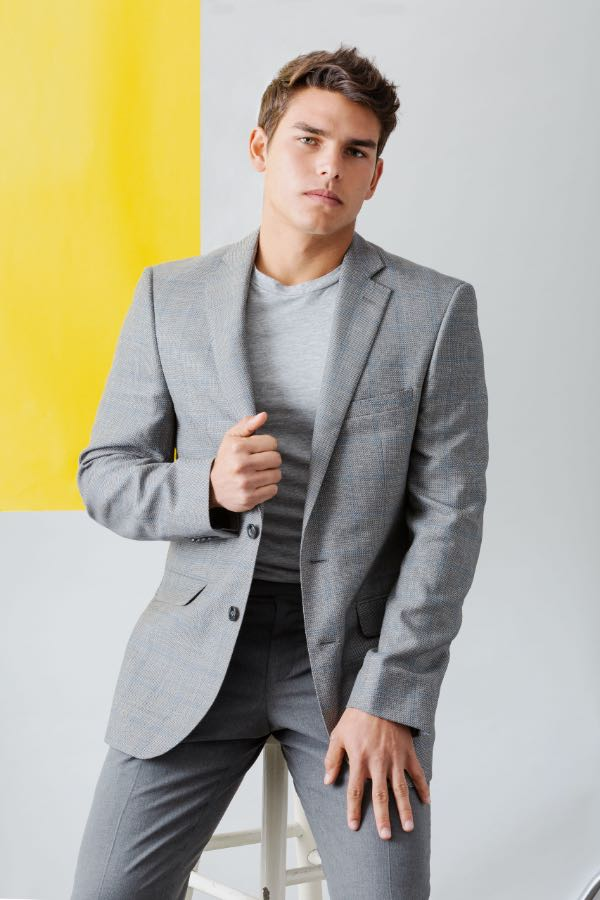 trajes grises Calvin Klein