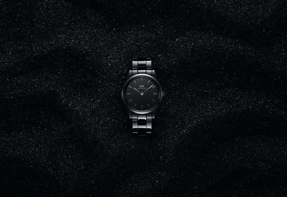 Iconic_Link_Ceramic_campaign_little_black_watch